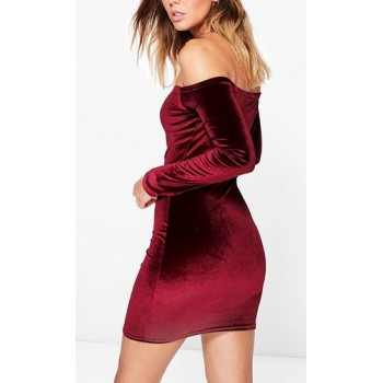 'Aasia' burgundy velvet off shoulder jurkje