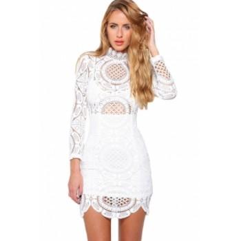 57e8ad66dd3f39  Aabigail  witte kanten jurk met hoge hals en lange mouwen.