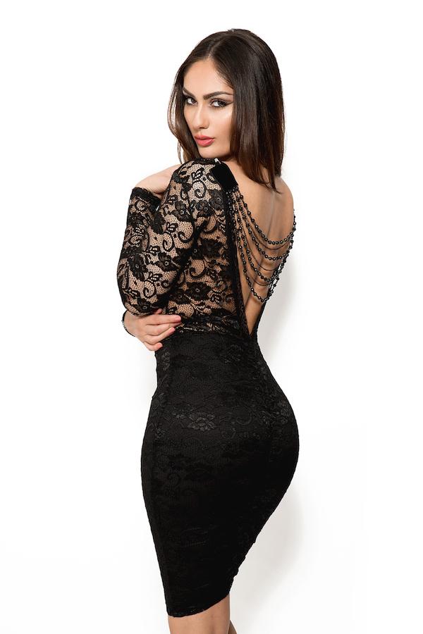 571c2dfb52128f Ga naar onze Amarisa zwarte midi jurk met open rug en lange mouwen